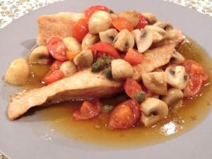 秋鮭のムニエル きのことトマトのソース
